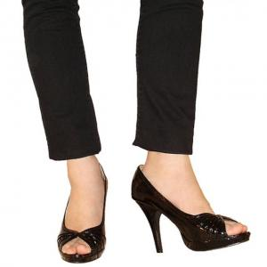 CC - Peeptoe Pumps in Lack schwarz